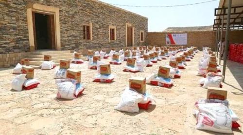 بدعم إماراتي..توزيع 1000 سلة غذائية في دوعن بحضـرموت