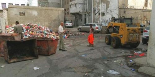 منيعم يتفقد جهود جمع المخلفات في صيرة
