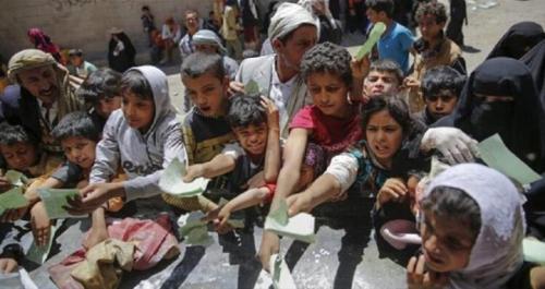 صحيفة الغارديان: اليمنيون لا يمكنهم تحمل تكلفة الغذاء حاليا