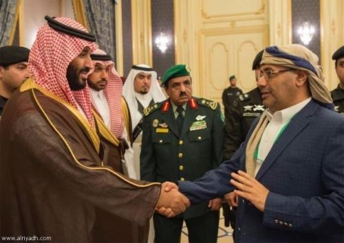 برلماني يفجر مفاجأة عن توافد أعضاء مجلس النواب اليمني إلى الرياض