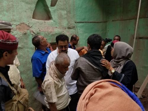 انتقالي لحج يدشن توزيع المساعدات لأسر المنازل المتضررة في حوطة لحج
