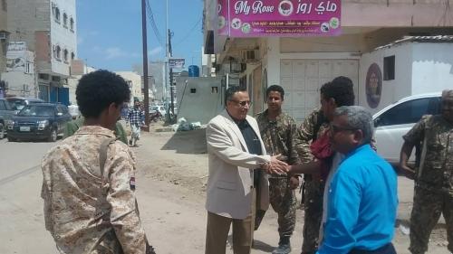 مدير عام المنصورة يتفقد اعمال الاشغال في شارع خليفة