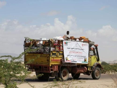 بدعم إماراتي..توزيع 300 سلة غذائية في رضوم بشبوة