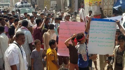مسيمير لحج تشهد مسيرة جماهيرية تأييداً للحيمدي ورفضاً  لإعادة العمادي مديراً لإدارة التربية والتعليم بالمديرية.