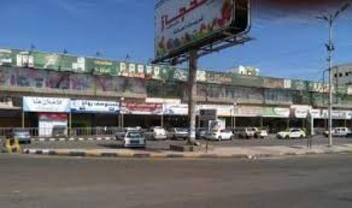"""عدن..محلات تجارية في سوق الحجاز """"الحريبي"""" تغلق أبوابها(لهذه الأسباب..)"""