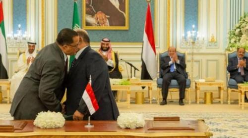 """بدء تحضيرات تسبق """"الشرعية"""" إلى عدن ونائب وزير الدفاع يلتقي مجددا طرفي اتفاق الرياض"""