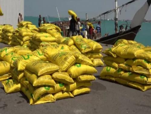 خفر السواحل في القوات المشتركة تحبط تهريب شحنة مواد تصنيع المتفجرات ، وتكشف شبكات تهريب تابعة لمليشيات الحوثي