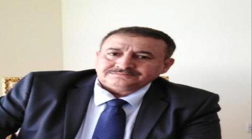 ناشط سياسي يدعو محافظ سقطرى لترك المكابره واعلان تقديم استقالته