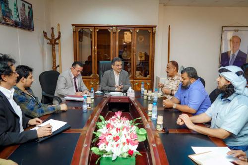عاجل /شركات صرافة في عدن تقرض البنك المركزي أكثر من 16 مليار ريال لصرف راتب شهر لمنتسبي المنطقة العسكرية الرابعة
