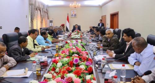 رئيس الوزراء يلتقي بمحافظ أبين وأعضاء السلطة المحلية والتنفيذية