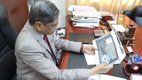 محافظ حضرموت يصدر قراراً بتشكيل لجنة لمواجهة الكوارث الطبيعية ويلتقي أعضاء غرفة الارصاد الجوي بديوان المحافظة مصور