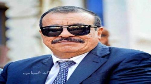 اللواء بن بريك يعزي في وفاة المناضل محمود عوض بن دحدح التميمي