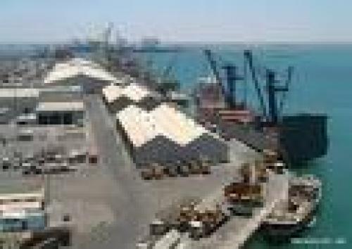 توقيع اتفاقية صيانة وترميم هناجر المواقع الفنية بميناء المكلا