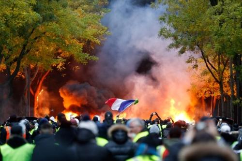 باريس تشتعل مجدداً والأمن يعتقل المئات
